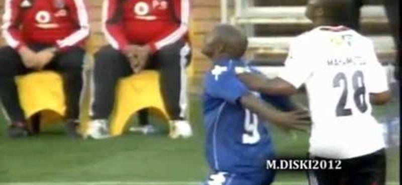 Videó: keményen alárúgott egy focista az ellenfelének