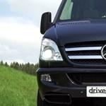 Jó lesz figyelni, ez a kisbusz 190-nél simán levillog - videó