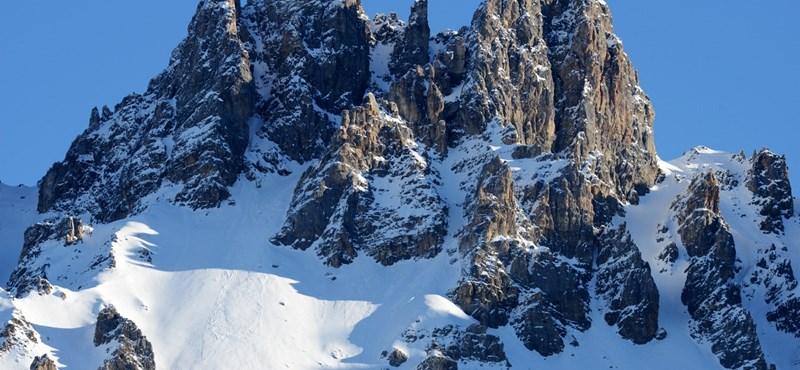 Lavinák miatt többen is meghaltak a francia Alpokban