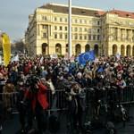 """""""Az a céljuk, hogy droidokat csináljanak belőlünk"""" - újra az oktatásért tüntettek a Kossuth téren"""