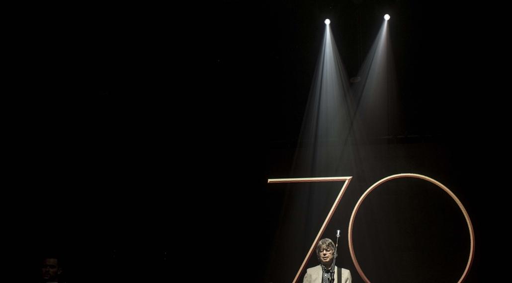 faz.16.04.10. - Bródy János énekes, gitáros, dalszerző 70. születésnapja alkalmából tartott ''Lesz még egyszer'' című koncertjén a Papp László Sportarénában