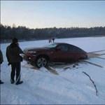 A Hummerek után egy BMW szakadt a tóba?