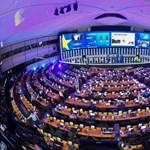 Döntöttek Macronék és a liberálisok, milyen néven ülnek be az Európai Parlamentbe
