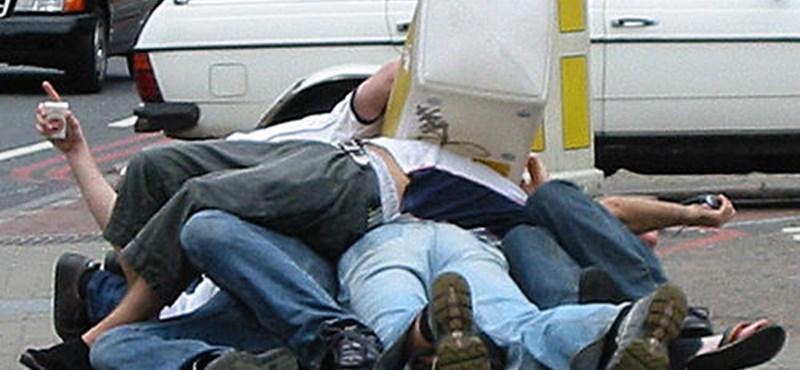 Részeg utasok tartják rettegésben a németeket