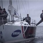Videó: Vitorlásról vágnak vissza a spárgázó Van Damme-nak, és a végén slusszpoén is van