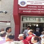 Lövöldöztek egy ankarai klinika gyógyszertárában, többen meghaltak