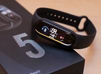 Mit tud egy 15 ezer forintos okos karpánt? Teszten a Xiaomi Mi Smart Band 5