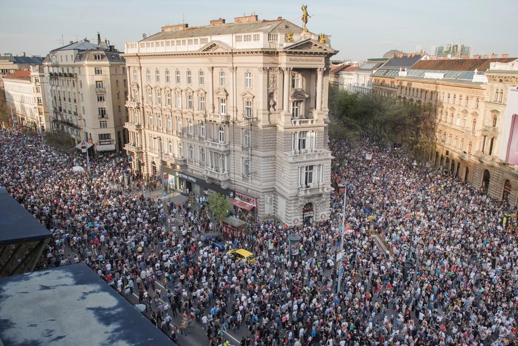 fm.18.04.16. MI vagyunk a többség tüntetés ellenzéki tüntetés