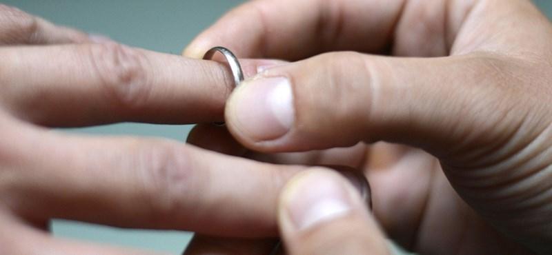Hány éves korban érdemes házasságot kötni?