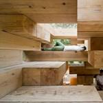 Díjazott japán faház: jenga-épület a hegyekben