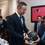 Jól bevásároltak Puskás-mezből Szijjártóék, örülhet Orbán kedvenc sportújságírója
