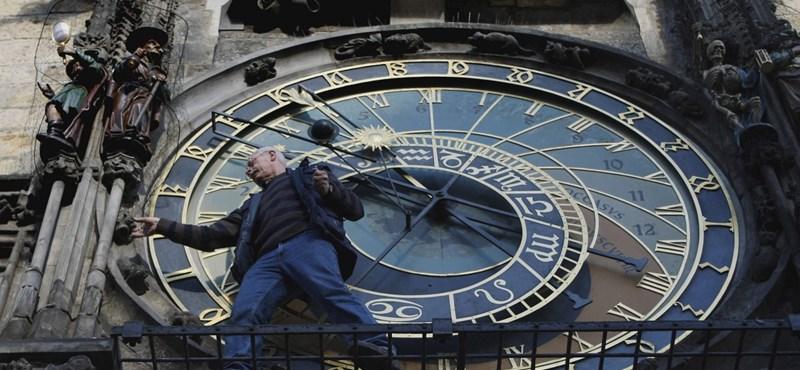 Csalódott a prágai szobrász, Tamás apostolba rejtette az üzenetét