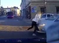 Zebrán ment neki a 15 éves lánynak egy türelmetlen autós Veszprémben