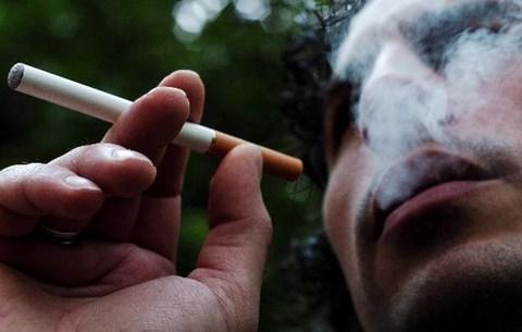 füst mérget dob egy cigarettába)