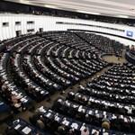 18 milliót csalt ki azzal, hogy azt mondta, EP-képviselő és jóban van a kormánnyal