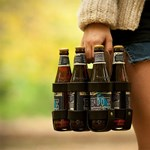 Stílusos sörhordozó az esti közért-sétákhoz