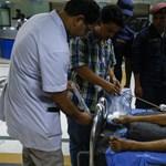 Zsebkendőnyi útról gurult le egy agyonpakolt busz Nepálban - 33 halott