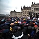 """""""Elfogyott a türelem"""" - megtelt a Kossuth tér a pedagógusok tüntetésére"""