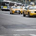 Sírva fakadt a muszlim taxisofőr, mikor végre beültek mellé