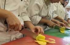"""ITM: A piaci szintet is """"elérheti"""" az óraadó tanárok bére a szakképzésben"""