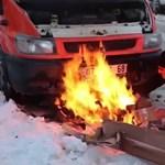 A nap videója: a hidegben nehezen indult a dízel Ford, hát alágyújtott a sofőr