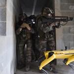 A Boston Dynamics robotkutyája együtt gyakorlatozott a francia hadsereggel