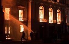 Túlélték a pusztító tüzet: több mint 1500 műtárgyat találtak a romok között