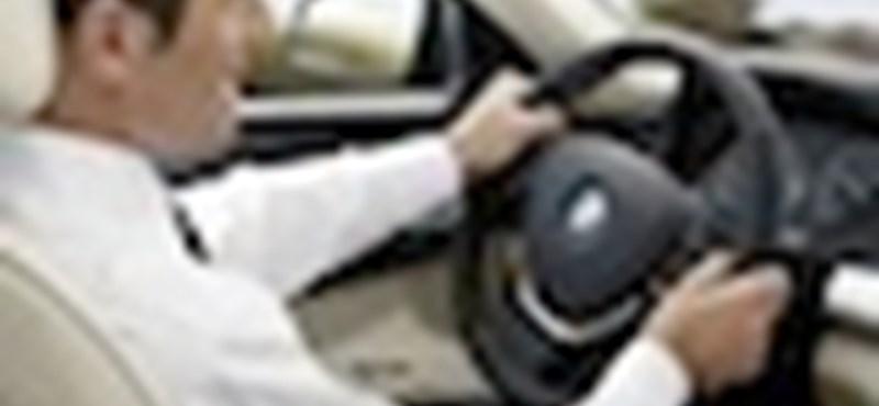 Internetezés az autóban