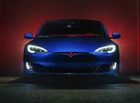 Több mint 3000 dolgozótól válik meg a Tesla