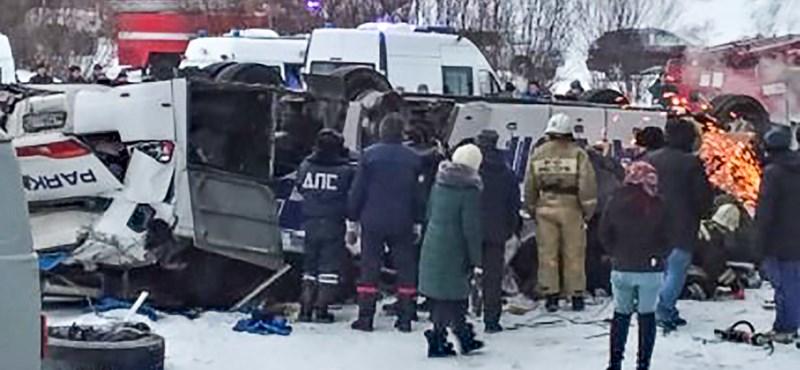 Befagyott folyóra zuhant egy busz Szibériában, sokan meghaltak