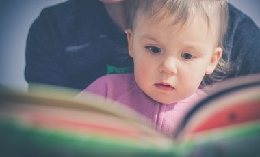 Tanulási nehézséget okoz a túl sok tévé és a kevés meseolvasás? Ezektől (is) függ az iskolaérettség
