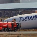 Képek: Orrán landolt a defektes utasszállító