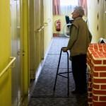 Több pénzt kapnak a nyugdíjasok, mint tíz éve, mégis többen szegények közülük