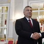 Hangszóróval üvöltik be Orbánnak, hogy elkergetik – itt van minden a mai Kossuth téri őrületről