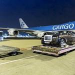 Így nyel el egy Boeing 8 vadonatúj Rolls Royce-t