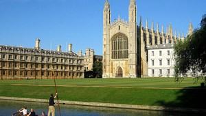 Több ezer egyetemista járhat rosszul: egyetem helyett főiskolán tanulhatnak a brit diákok