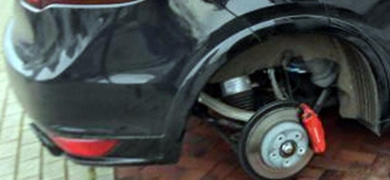 Kilopták a kerekeket a sztárfocista Porsche Cayenne-je alól – fotó