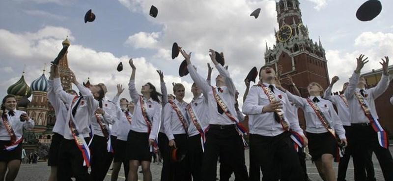 Nincs elég diák Oroszországban, több mint 700 iskolát zárnak be