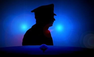Van az a helyzet, amikor a magyar rendőr is rátérdepelhet valaki nyakára