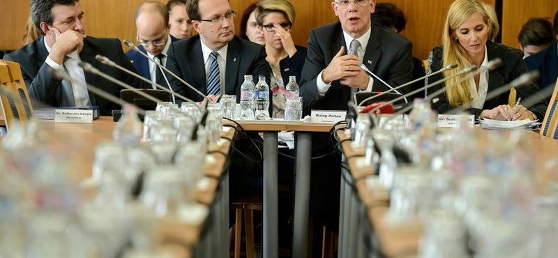 """""""Sokkoló, tragikus"""" - a miniszter távozását követelik a PISA-eredmények után"""