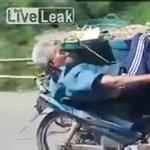 Nincs lazább motoros a világon ennél a kambodzsainál – videó