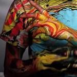 Márványmintára festett testek - Már most mutatjuk a jövő nyári fesztiváltrendet