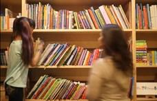 """""""A gyerekirodalom nem lehet képmutató"""" – tiltakoznak a gyerekkönyvesek a melegellenes törvény ellen"""
