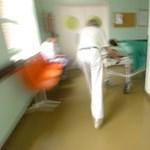 A betegek fizetik az orvosi túlmunkát