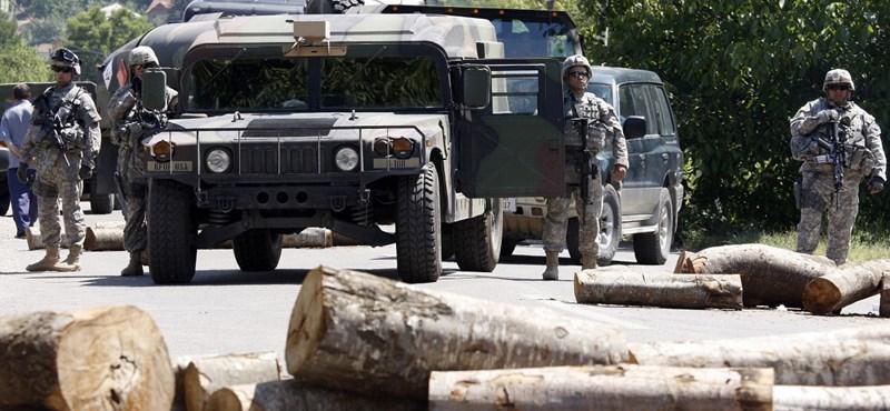 Felszedi az észak-koszovói barikádokat a KFOR