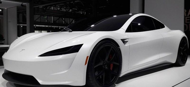 Őrült gyorsulás: ilyen reakciókat vált ki a 2 másodperc alatti Tesla-katapultálás – videó