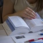 Támogatják a gyeden lévők nyelvvizsgáját és KRESZ-tanfolyamát