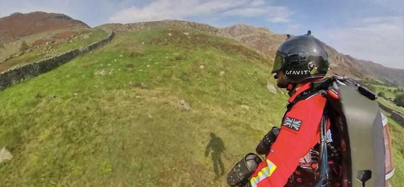 Videó: Repülő ember mentheti a bajba jutott kirándulókat Angliában