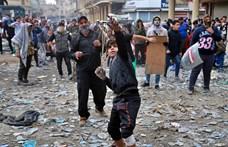 Felakasztottak egy lámpavasra egy iraki kamaszt, aki kormányellenes tüntetőket lőtt le