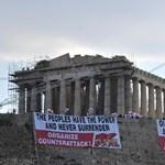 Fotó: Hatalmas transzparenst feszítettek ki az Akropoliszra